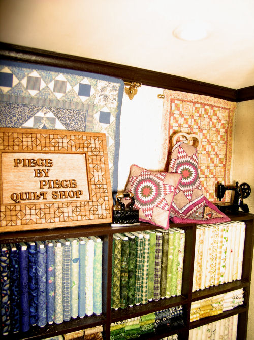 Piece By Piece Quiltshop Roombox Class and Kit - Click Image to Close